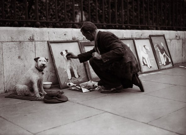 AF Harris makes a chalk drawing of his dog: Photo by Fox. (2nd July 1931)