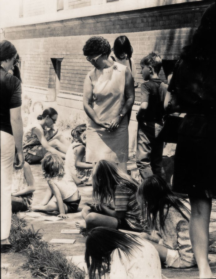 Dorothy Wada gives encouragement to sidewalk artists in her unique outdoor program: Original press photo; published in the Chicago Daily News, 17th August 1970